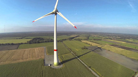 Multikopter luftaufnahme Windkarftrad